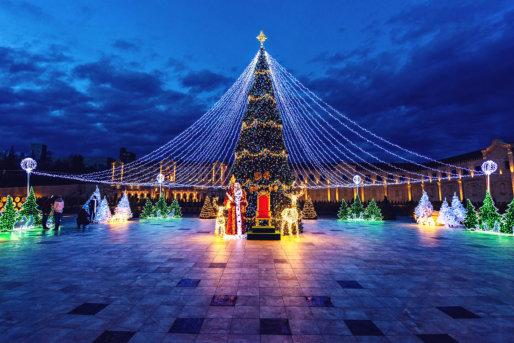 Secrets Behind Grand Christmas Light Displays
