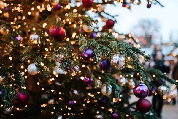 How to Save Money on Christmas Lights
