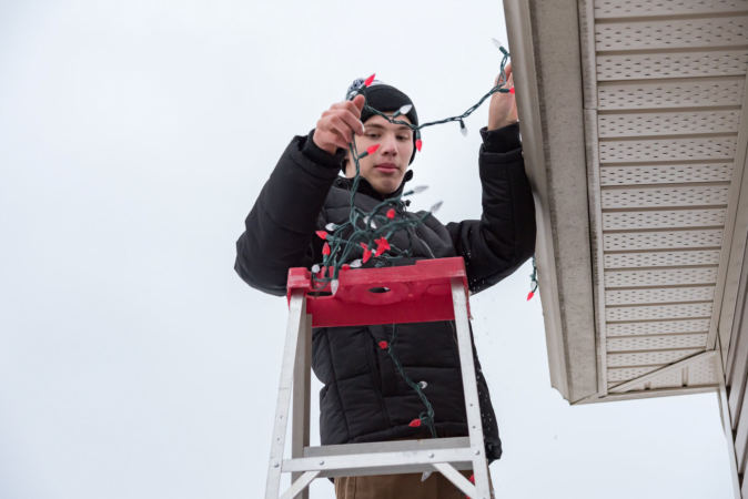 Tips for Hiring Professional Xmas Light Installation Services